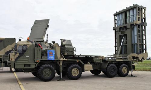 Xe phóng và radar dẫn bắn của S-350 được Nga giới thiệu năm 2013. Ảnh: Vitaly Kuzmin.