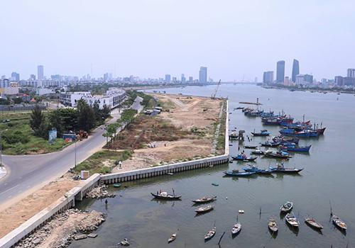 Dự án bất động sản và bến du thuyền ở cửa sông Hàn. Ảnh: Nguyễn Đông.