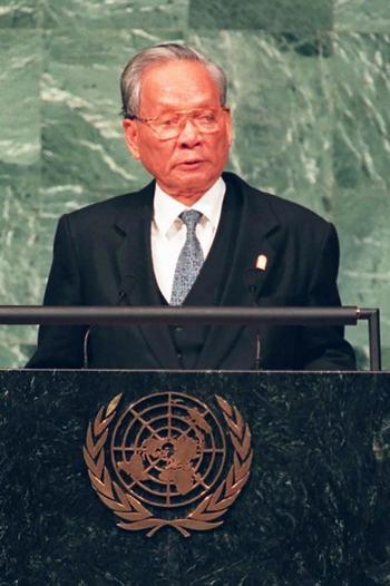 Chủ tịch nước Lê Đức Anh tại phát biểu tại phiên họp của Liên Hợp Quốc tại New York năm 1995. Ảnh: AFP.