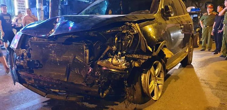 Xe Huyndai biến dạng phần đầu sau tai nạn. Ảnh: Phương Sơn