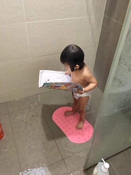 Khi trời nóng đổ lửa nhưng bố mẹ vẫn bắt bạn học bài thi.