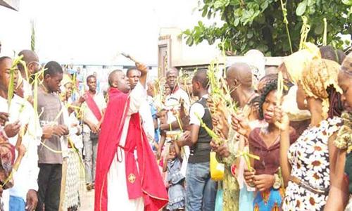Một đám rước lễ Phục sinh ở Nigeria. Ảnh: Tv2.