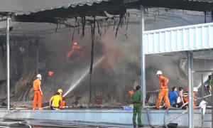 Cháy dữ dội trong khu công nghiệp ở Bình Dương