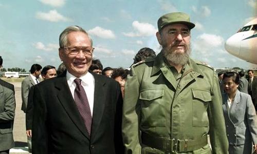 Chủ tịch nước Lê Đức Anh (trái) và Chủ tịch Cuba FidelCastro tại Havana tháng 10/1995. Ảnh: TTXVN.