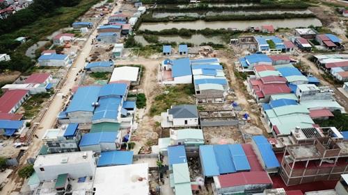 Toàn bộ các ngôi nhà, công trình xây dựng trái phép tại khu B rộng 9,2ha thuộc khu đất quốc phòng rộng 14,2 ha được Bộ Quốc phòng bàn giao cho UBND thành phố Hải Phòng quản lý sẽ được cưỡng chế giải tỏa sau ngày 13/5. Ảnh: Giang Chinh