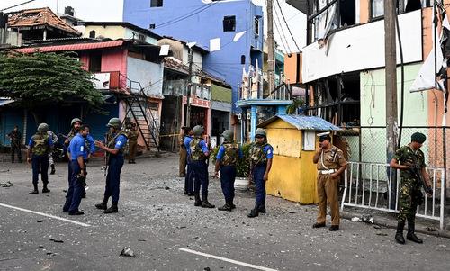 Lực lượng an ninh Sri Lanka bên ngoài một địa điểm bị tấn công hôm 21/4. Ảnh: AFP.