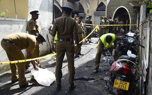 Hiện trường một vụ đánh bom ở Sri Lanka hôm 21/4. Ảnh: AFP.