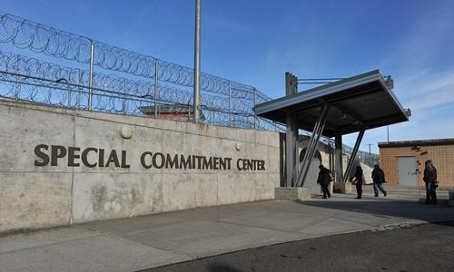 Lối vào trung tâm giam giữ đặc biệt trên đảo McNeil. Ảnh: AP.