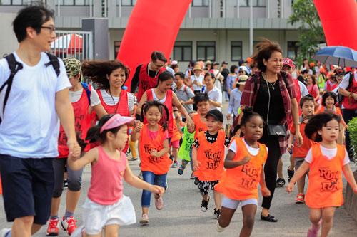 Học sinh trường quốc tếtrong một sự kiện chạy bộ gây quỹ từ thiện năm 2018. Ảnh: Dương Tâm