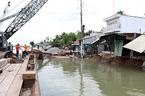 Hiện trường sạt lở tại khu vực xây kè bờ sông Ô Môn. Ảnh: Cửu Long