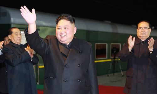 Lãnh đạo Triều Tiên Kim Jong-un lên tàu đi Nga sáng nay. Ảnh: KCNA.