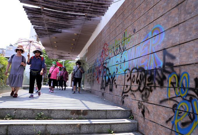 Nhiều đường phố ở Đà Nẵng bị bôi bẩn bởi tranh phun sơn