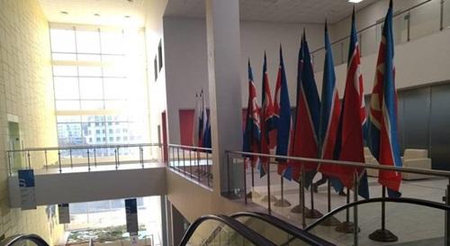 Cờ Triều Tiên xuất hiện tại FEFU hồi tuần trước. Ảnh: NK News.