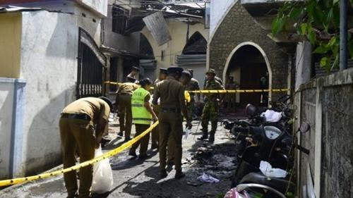 Bên ngoài nhà thờ Zion sau vụ đánh bom hôm 21/4. Ảnh: BBC.