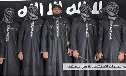 Mohammed Zahran Hashim (giữa) kẻ được cho là lãnh đạo của mạng lưới khủng bố Sri Lanka chịu trách nhiệm cho vụ đánh bom liên hoàn ở Sri Lanka hôm 21/4. Ảnh: AFP.