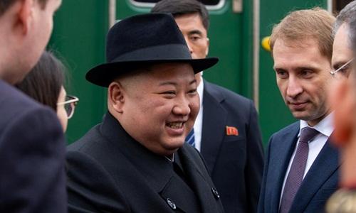 Lãnh đạo Triều Tiên Kim Jong-un hôm qua dự lễ đón tại một nhà ga xe lửa ở khu vực Khasan, vùng Viễn Đông Nga, trước thềm cuộc gặp thượng đỉnh với Tổng thống Nga Vladimir Putin. Ảnh: Reuters.