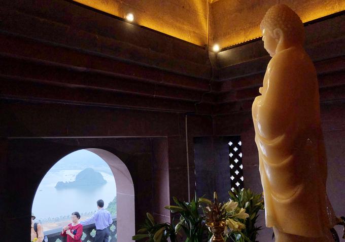 Tượng Phật hồng ngọc nặng 4.000 kg trong ngôi chùa ở Hà Nam