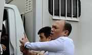 Bị cáo la ó trong ngày tuyên án vụ cướp tài sản trên sông Ka Long