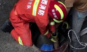 Người đàn ông Trung Quốc bị 'chôn sống' 4 m dưới đống đá vụn