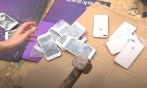 Điện thoại giả bị đập vỡ, tiêu hủy ở Lạng Sơn