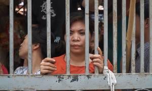 Hàng trăm người kéo đến phản đối vì chợ đóng cửa, tăng giá thuê ở Hà Nội