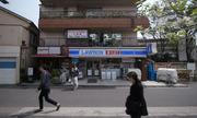 Cửa hàng tiện lợi Nhật Bản gây tranh cãi vì mở cửa suốt ngày