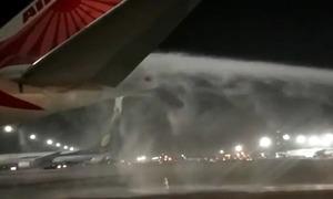 Máy bay Ấn Độ bốc cháy khi bảo dưỡng trên đường băng