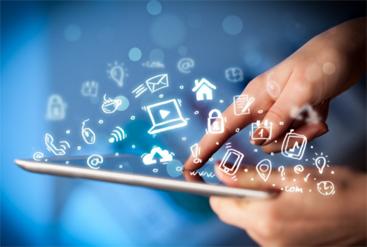 Người học hiện nay dễ dàng tiếp cận nhiều thông tin nhờ internet.