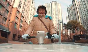 'Bà thím giao sữa chua' mang niềm vui cho mọi người ở Hàn Quốc