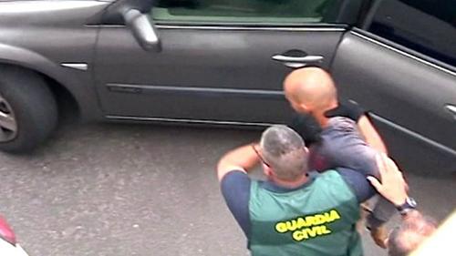 Nghi phạm Thomas H bị cảnh sát bắt giữ. Ảnh: BBC