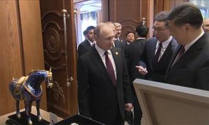 Tập Cận Bình tặng bản sao tượng ngựa thần cho Putin