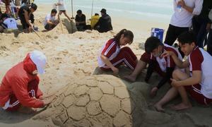 Gần 300 người tranh tài xây tượng cát trên bãi biển Đà Nẵng