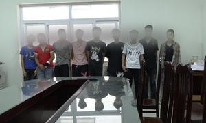 Cảnh sát Hà Nội tạm giữ hàng loạt quái xế trong đêm