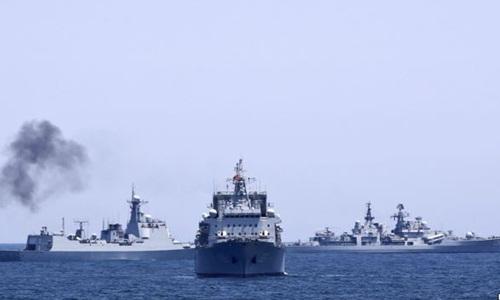 Tàu chiến Nga và Trung Quốc trong một cuộc tập trận chung tại biển Hoa Đông năm 2014. Ảnh: Reuters.