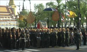 Binh sĩ Thái Lan tập diễu binh cho lễ đăng quang của nhà vua