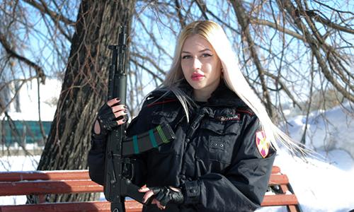 Ảnh tham dự cuộc thi Vẻ đẹp Vệ binh Quốc gia Nga của Anna Khramtsovam. Ảnh: RT.