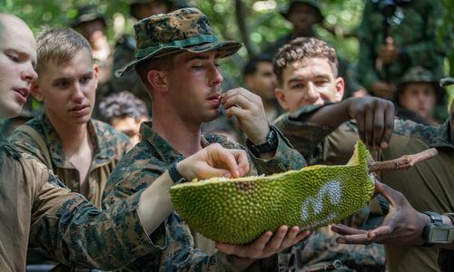 Lính Mỹ tập nếm mít trong đợt diễn tập Valiant Mark 2019. Ảnh: USMC.