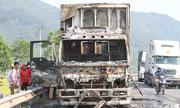Ca bin xe tải bốc cháy, tài xế tháo chạy khỏi biển lửa
