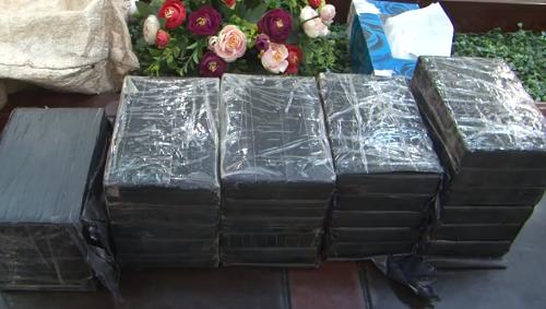26 bánh heroin bị bắt giữ. Ảnh: Bình Minh