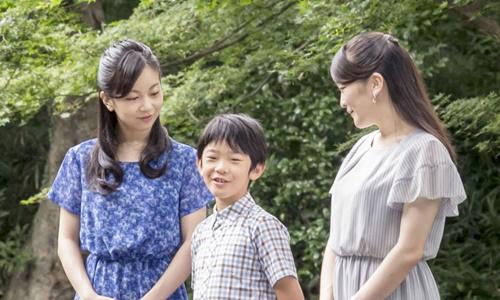 Nhật bắt kẻ đặt dao trong ngăn bàn học của hoàng tử