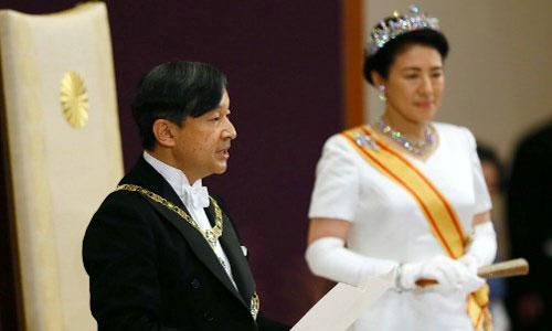 Nhật hoàng Naruhito (trái) và Hoàng hậu Masako tại buổi lễ. Ảnh: AFP.