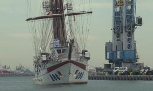 Tàu buồm Lê Quý Đôn của hải quân Việt Nam cập cảng Indonesia