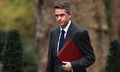 Gavin Williamson tại London ngày 2/4. Ảnh: AFP.