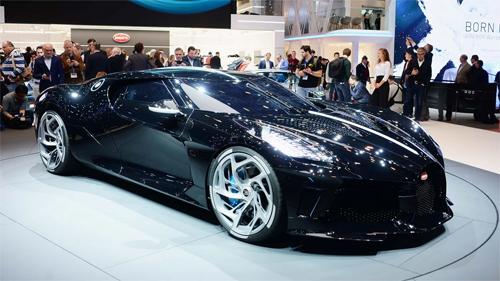 Bugatti La Voiture Noire khi ra mắt ở triển lãm Geneva.