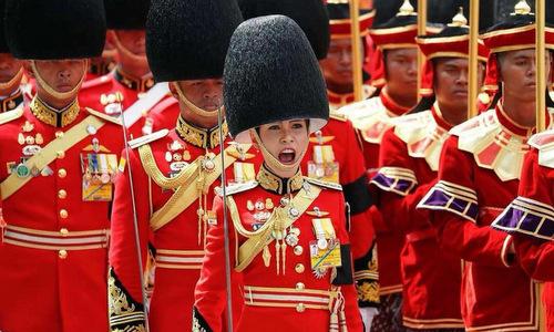 Suthida trong đám tang quốc vương Bhumibol Adulyadej cuối năm 2017. Ảnh: Reuters.
