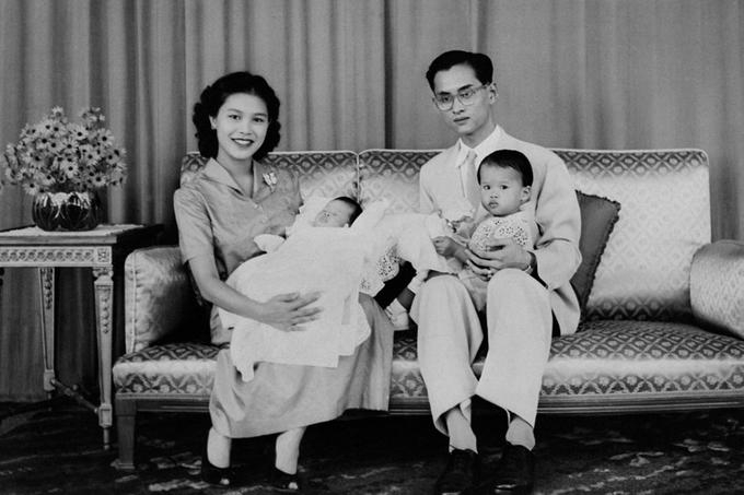 Cuộc đời Nhà vua Thái Lan qua ảnh