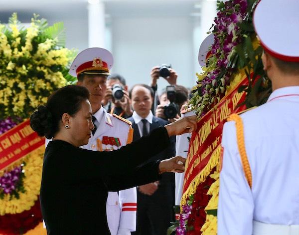 Chủ tịch Quốc hội Nguyễn Thị Kim Ngân tại lễ viếng. Ảnh: Giang Huy