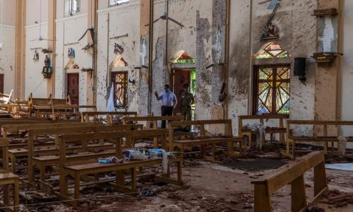 Khung cảnh đổ nát trong nhà thờ Sebastian sau vụ đánh bom hôm 21/4. Ảnh: NYT.