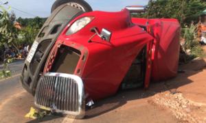 Xe container bị lật, sau một đêm mới phát hiện hai anh em tử vong