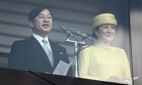 Nhật hoàng Naruhito và Hoàng hậu Masako tại cung điện ở Tokyo ngày 4/5. Ảnh: AFP.